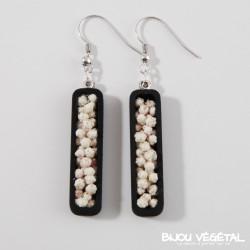 Boucle d'oreilles jardinière noire avec des petites fleurs blanches