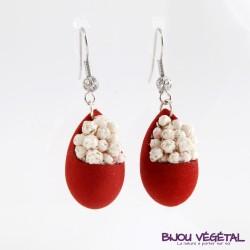 Boucles d'oreille goutte rouge avec fleur blanche permanente