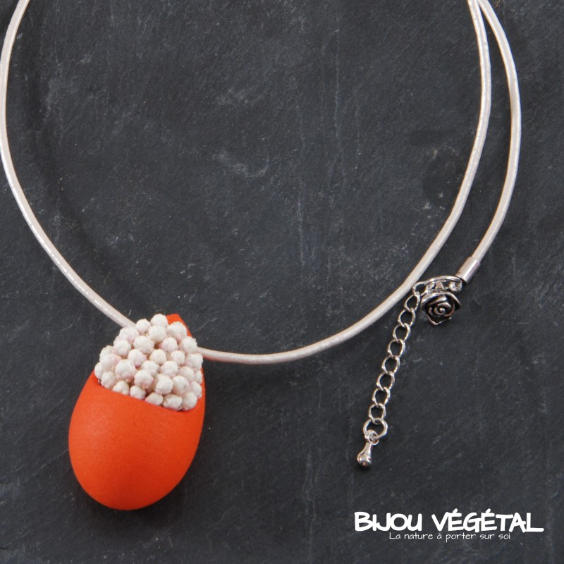 collier goutte mandarine avec petites fleurs blanches. Black Bedroom Furniture Sets. Home Design Ideas