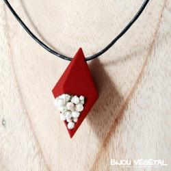 Collier Diamant poirier rouge avec des petites fleurs blanches