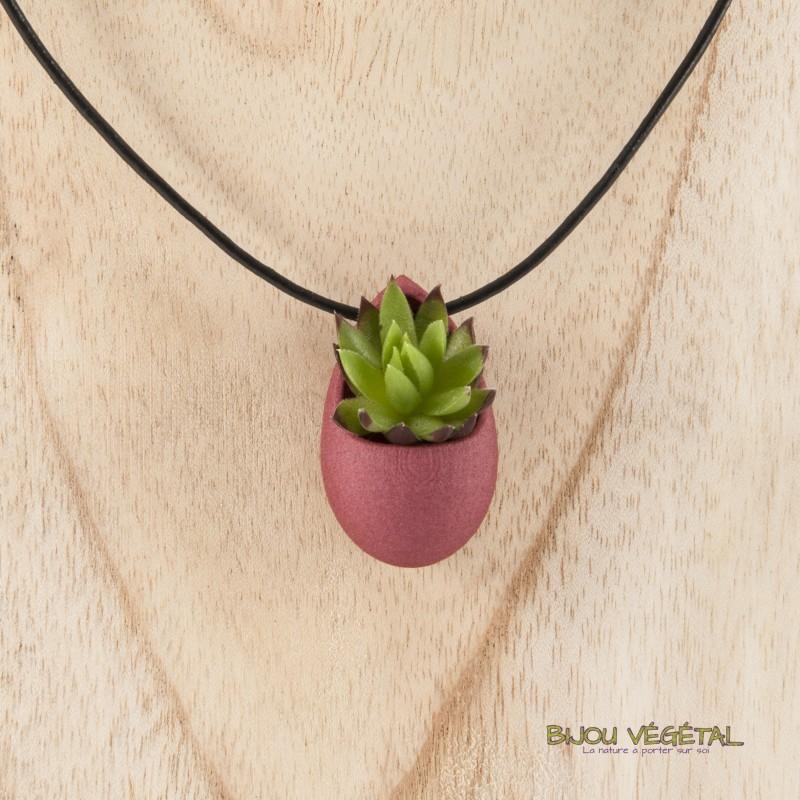 collier avec pendentif chocolat et une plante naturelle. Black Bedroom Furniture Sets. Home Design Ideas