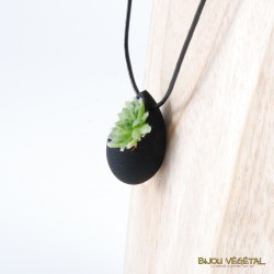 Collier goutte noire avec plante