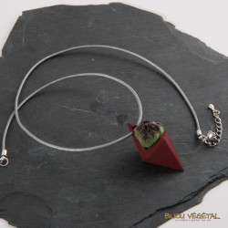 Collier diamant rouge avec plante vivante