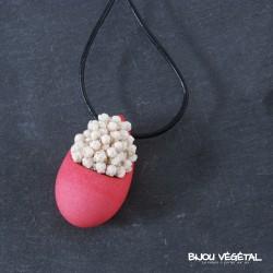 collier goutte fushia avec petites fleurs blanches permanentes